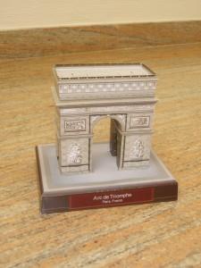 Papercraft building imprimible y recortable del Arco del Triunfo de Francia. Manualidades a Raudales.