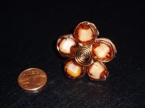 Anillo marrón y espiral en cobre. Manualidades a Raudales.