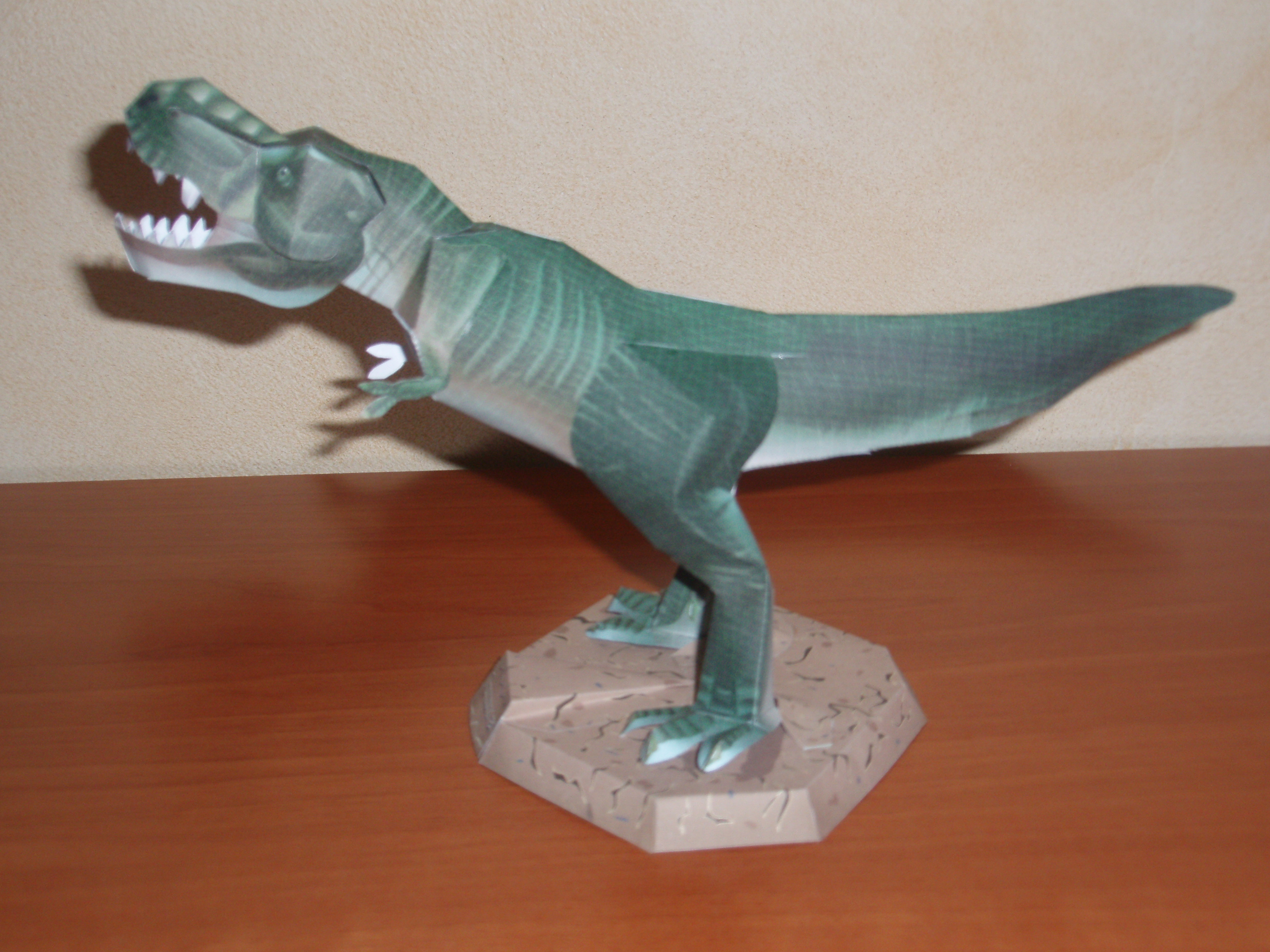 Papercraft del Dinosaurio Tirannosaurus Rex. Manualidades a Raudales.
