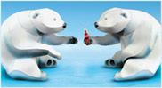 Papercraft de dos osos polares tomando Coca Cola. Manualidades a Raudales.
