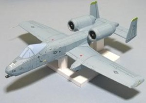 Papercraft imprimible y armable del avión A-10 Thunderbolt II. Manualidades a Raudales.