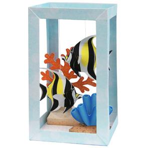 Papercraft de un Acuario con el pez ídolo moro. Manualidades a Raudales.
