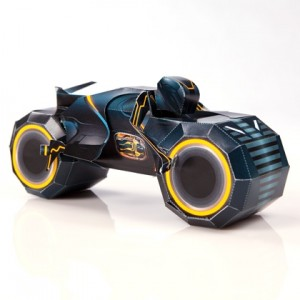 Papercraft de Disney - Tron - Clu's Light Cycle. Manualidades a Raudales.