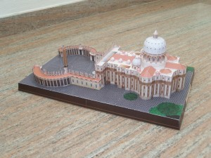 Papercraft Building imprimible de la Basílica de San Pedro en el Vaticano. Manualidades a Raudales.