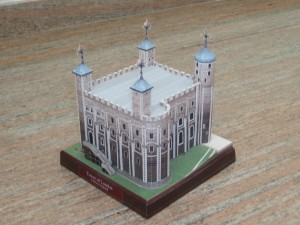 Papercraft building imprimible y recortable de la Torre de Londres. Manualidades a Raudales.