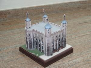 Papercraft building imprimible y armable de la Torre de Londres. Manualidades a Raudales.