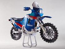 Papercraft recortable de la motocicleta Yamaha XTZ850R. Manualidades a Raudales.