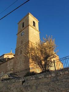 Papercraft imprimible y armable de la Iglesia San Juan Bautista en Alatoz, Albacete, España. Manualidades a Raudales.