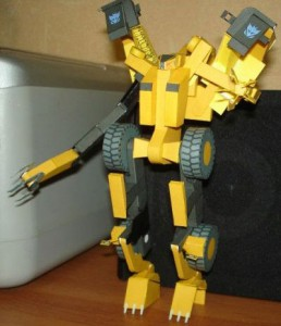 Papercraft imprimible y armable de Transformers Scrapper. Manualidades a Raudales.