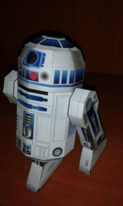 Papercraft imprimible y armable de R2D2 de Star Wars. Manualidades a Raudales.