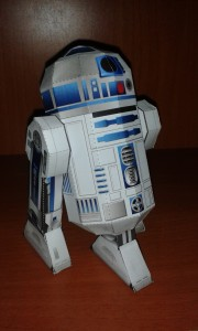 Papercraft de R2D2 de Star Wars. Manualidades a Raudales.
