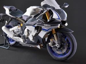 Papercraft recortable de la motocicleta Yamaha YZF-R1M. Manualidades a Raudales.