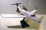 Papercraft imprimible y recortable del avión Phenom 300. Manualidades a Raudales.