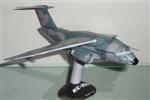 Papercraft imprimible y recortable del avión Embraer KC-390. Manualidades a Raudales.