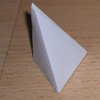 Pirámides figuras geométricas. Manualidades a Raudales.