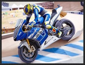 Papercraft del Circuito de Laguna Seca. Piloto y motocicleta. Manualidades a Raudales.