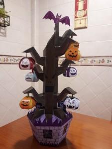 Decoración árbol de calabazas para Halloween. Manualidades a Raudales.