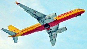 Papercraft del aviónTupolev 204C de DHL. Manualidades a Raudales.